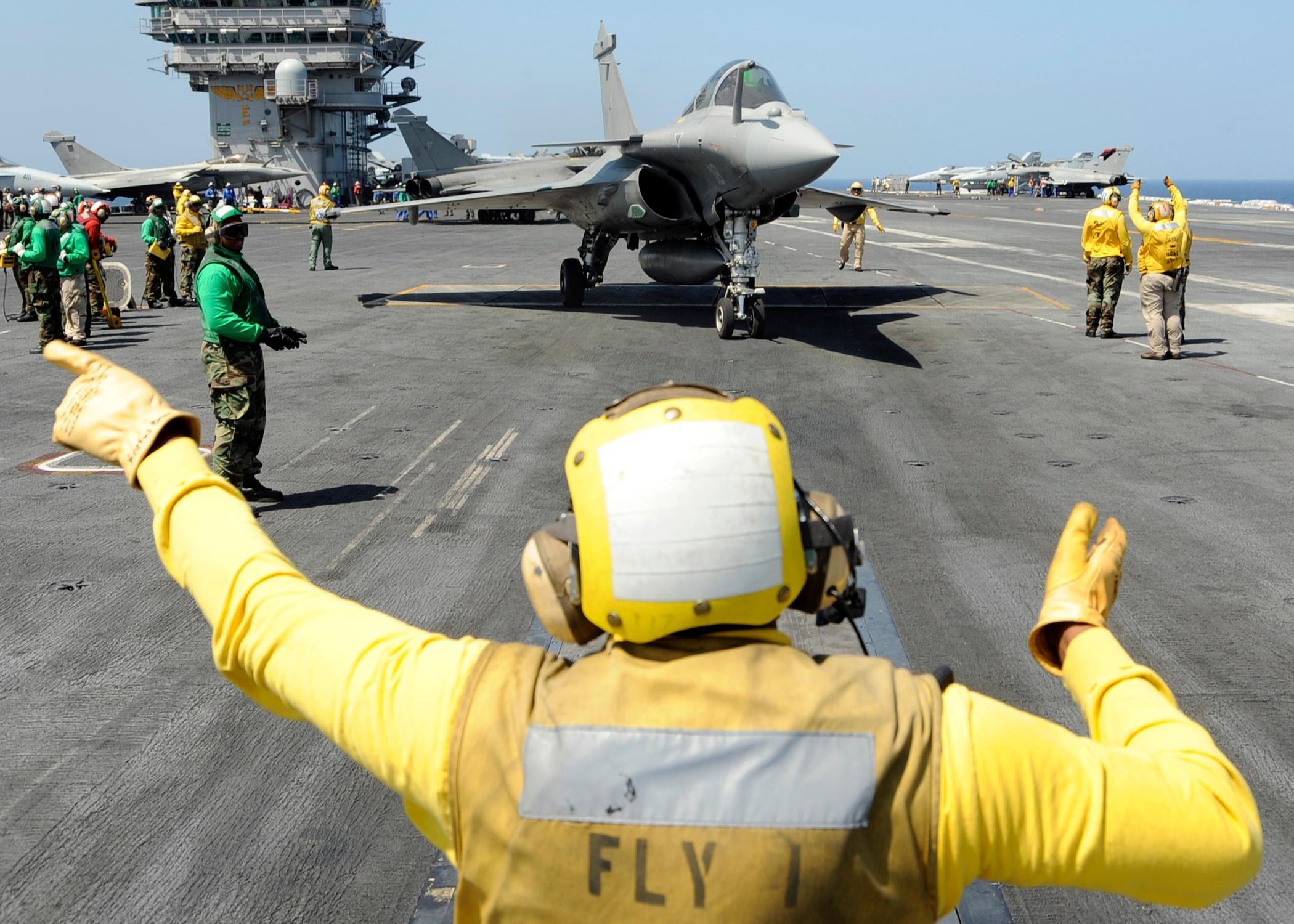 12_Aircraft_Carrier_crew.jpg